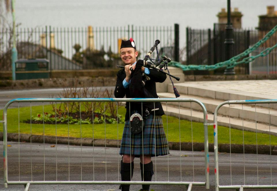 glasgow bagpiper hire